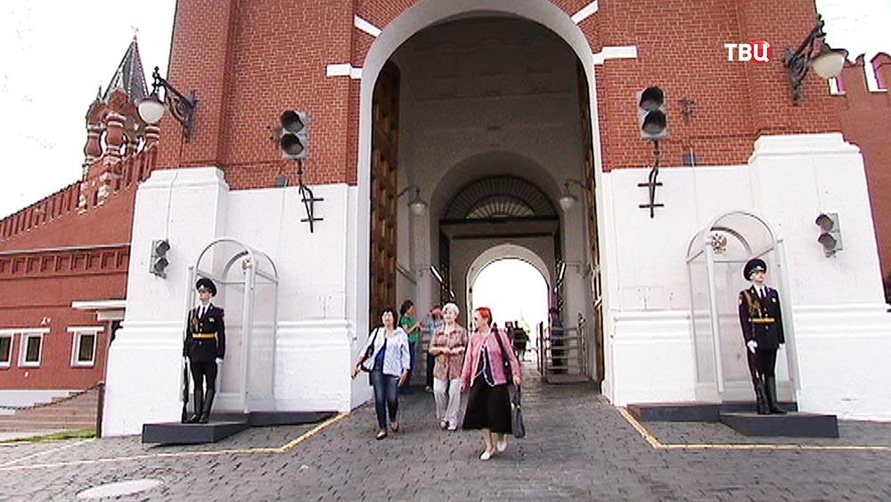 Туристы в Кремле