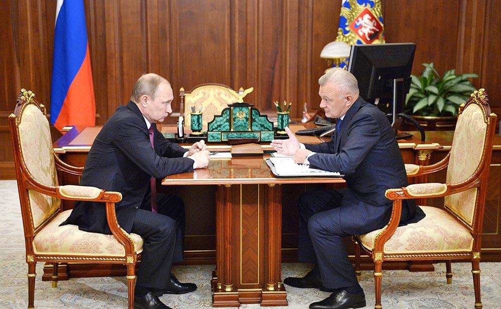 Президент России Владимир Путин и губернатор Рязанской области Олег Ковалев