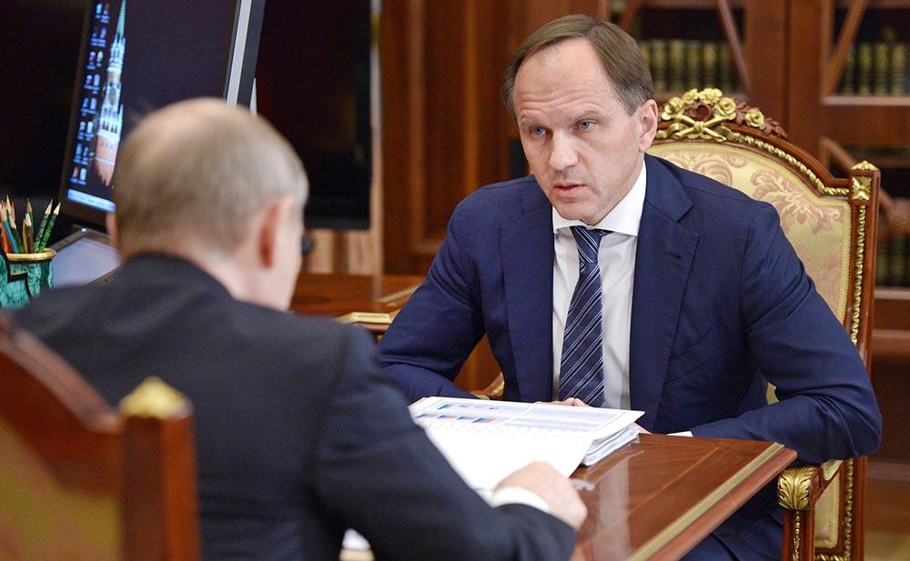 Президент России Владимир Путин и министр по делам Северного Кавказа Лев Кузнецов