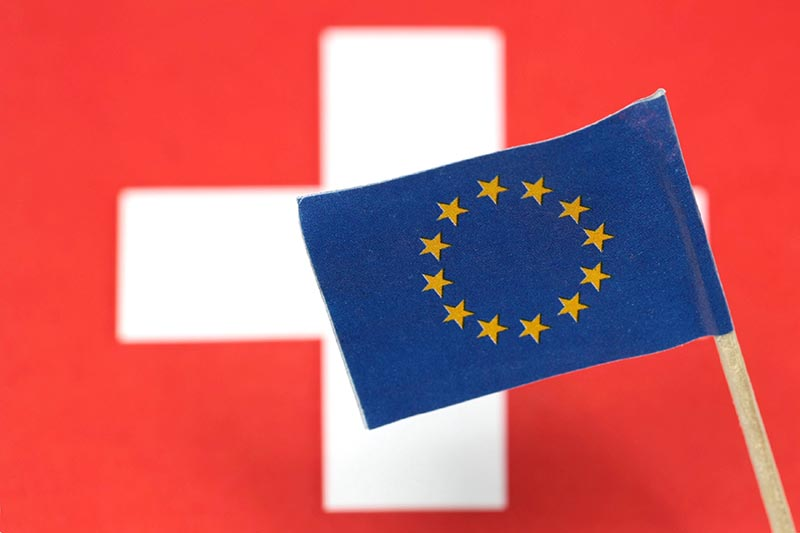 Флаги Швейцарии и Евросоюза