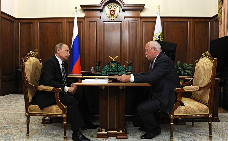 Владимир Путин с генеральным директором государственной корпорации «Ростех» Сергеем Чемезовым