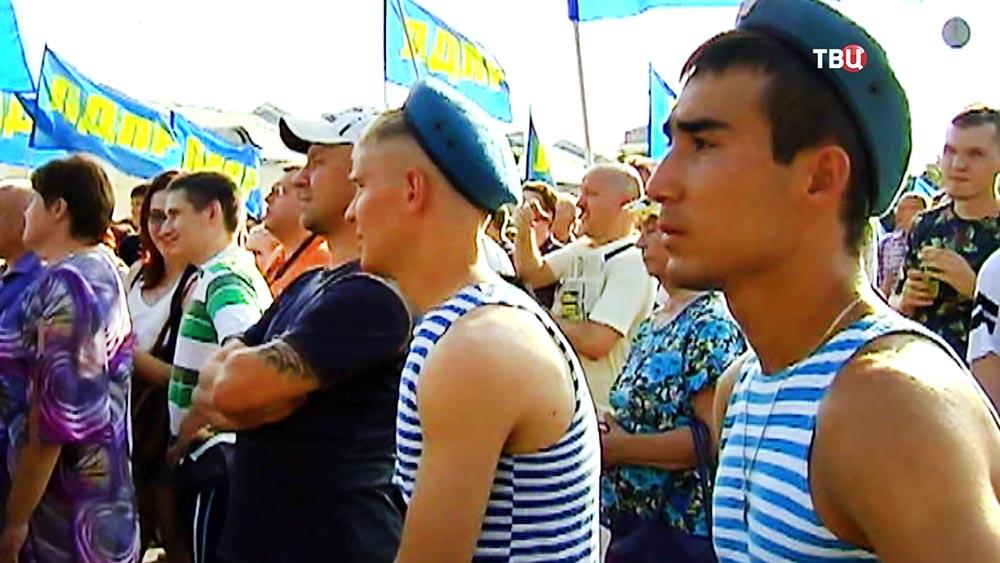 Бойцы ВДВ на митинге ЛДПР