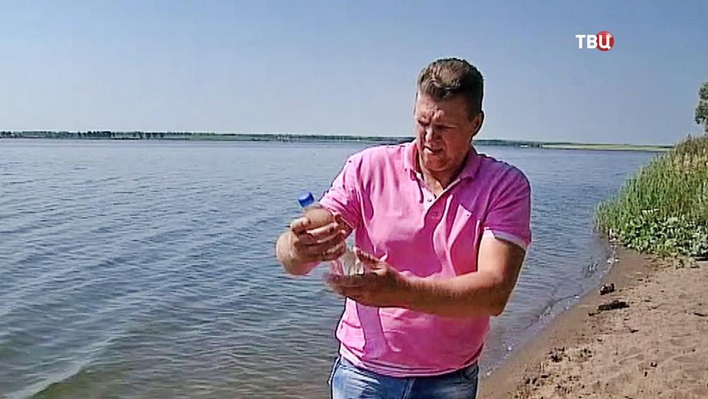 Пробы воды из водохранилища