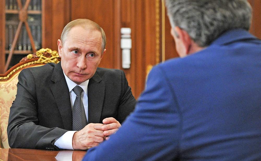 Президент России Владимир Путин и председатель «Внешэкономбанка» Сергей Горьков