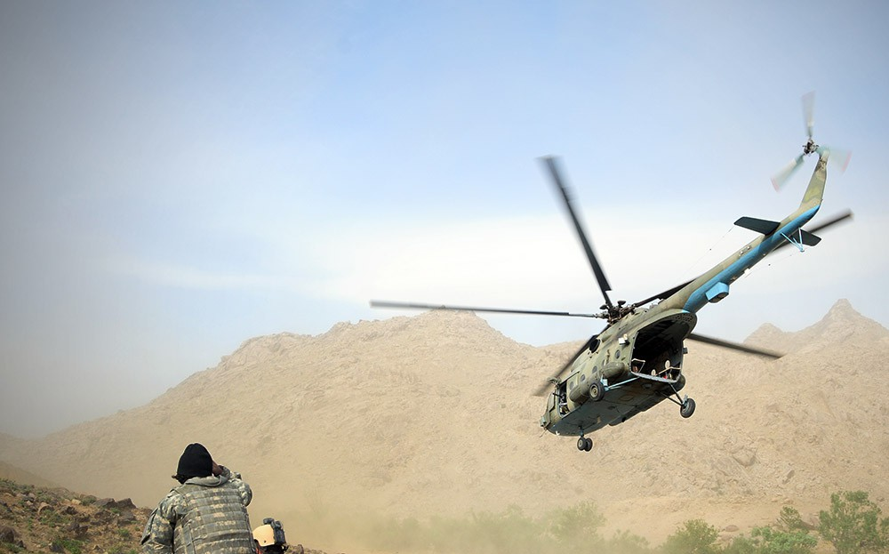 Вертолет Ми-17 в горах