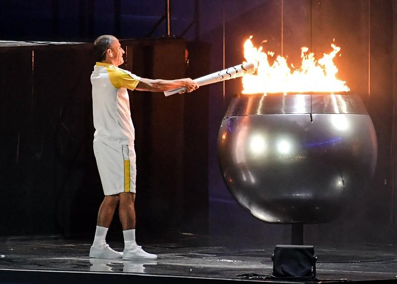 Зажжение чаши Олимпийского огня во время церемонии открытия XXXI летних Олимпийских игр в Рио-де-Жанейро