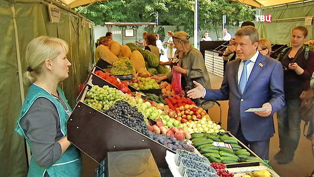 Анатолий Выборный осмотрел ярмарки выходного дня
