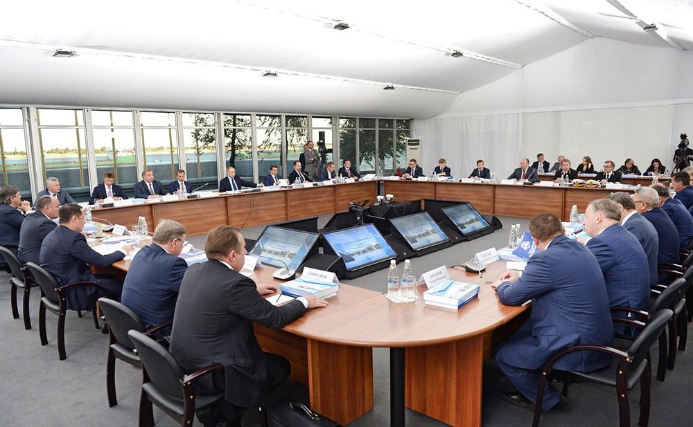 Заседание президиума Госсовета по вопросу развития внутренних водных путей