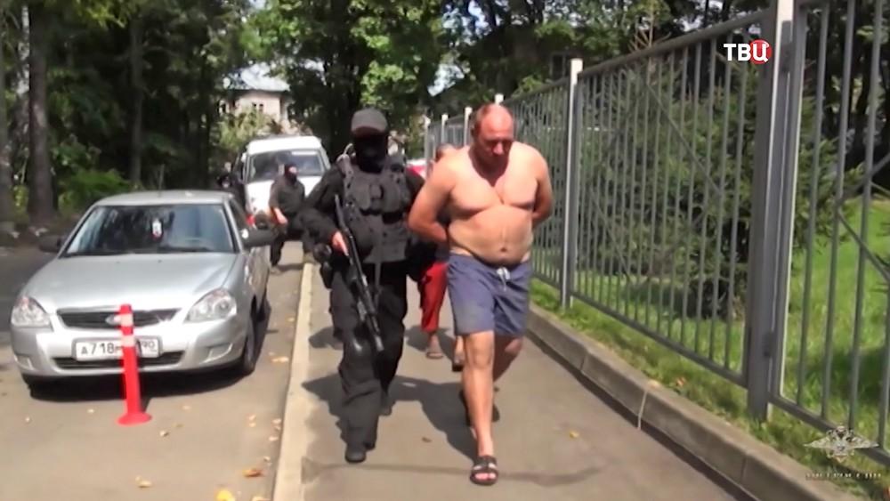 Задержанный член банды
