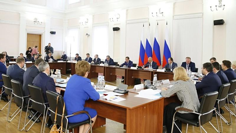 Дмитрий Медведев провел совещание с губернаторами и главами республик