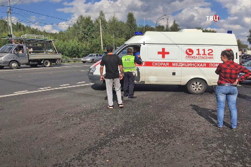 Скорая помощь на месте нападения на пост ДПС на Щелковском шоссе