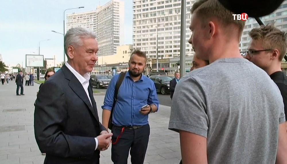 Сергей Собянин общается с жителями Москвы