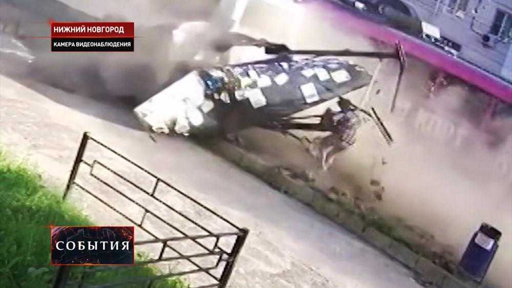 Момент столкновения автобуса с остановкой