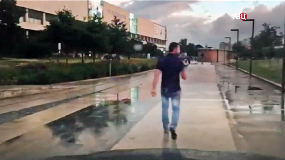 "Езда лихача на BMW по парку ""Музеон"""