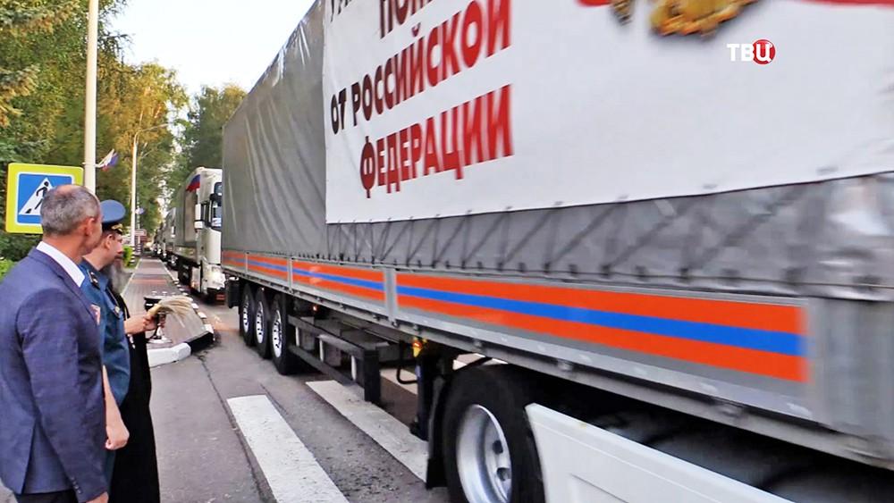 Колонна МЧС с гумпомощью для Донбасса