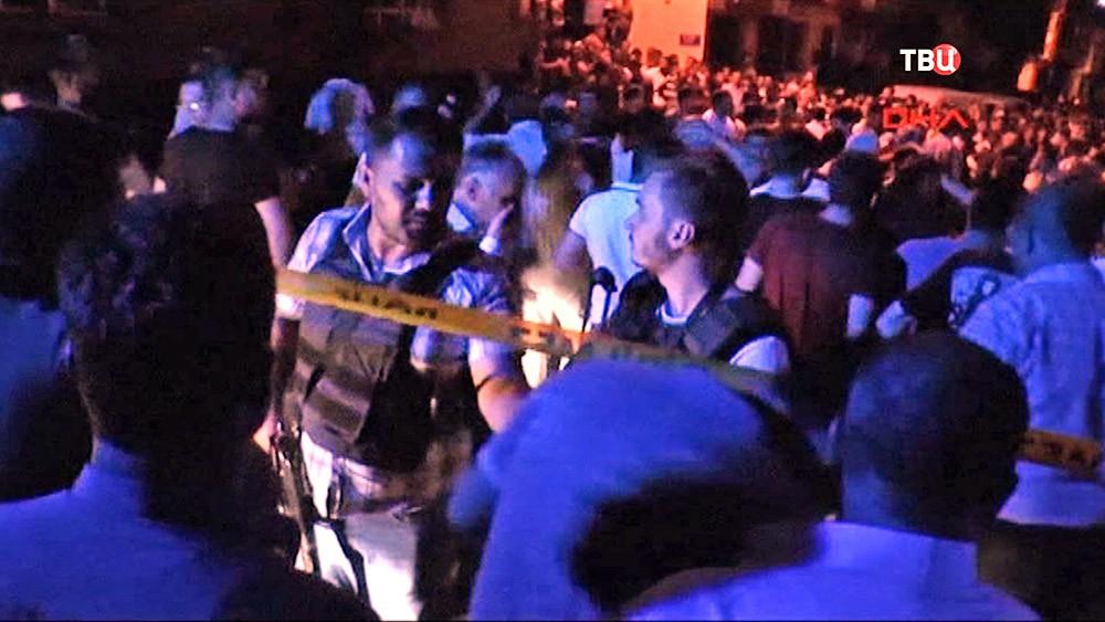 Полиция Турции на месте взрыва