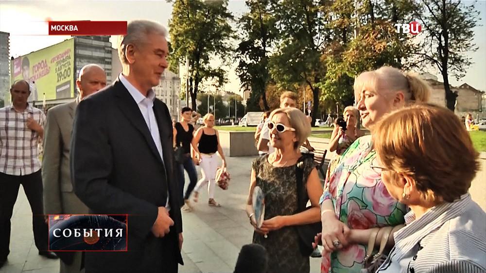 Мэр Москвы Сергей Собянин во время общения с жителями Москвы