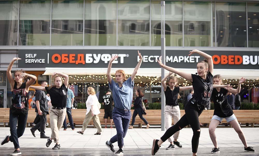 """Первый день работы московского фестиваля """"Снова в школу"""""""