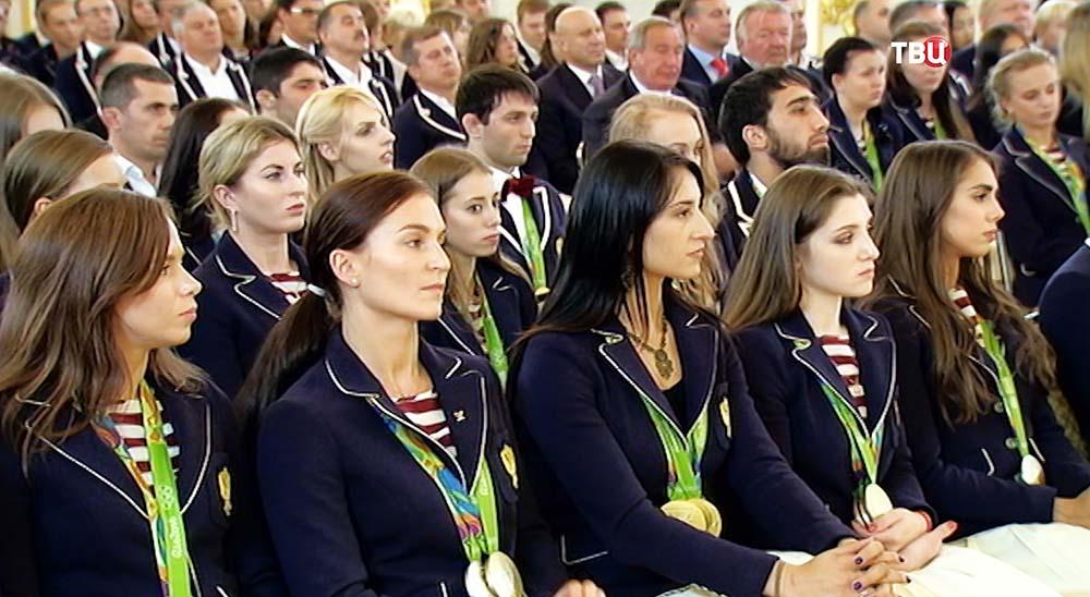 Российские олимпийцы во время поздравления в Кремле