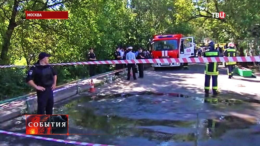 Пожарные и полиция на месте возгорания в Москве