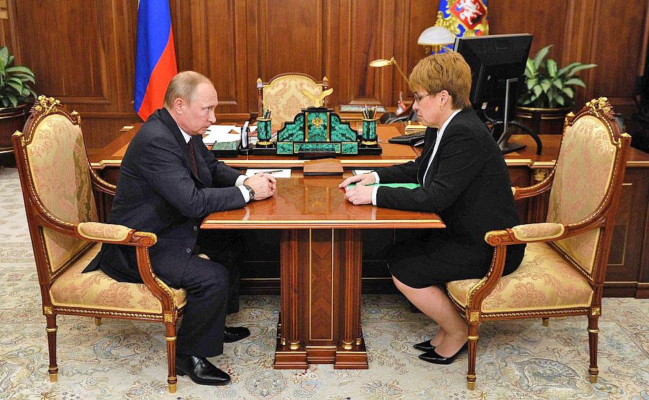 Президент России Владимир Путин и губернатор Забайкальского края Наталья Жданова