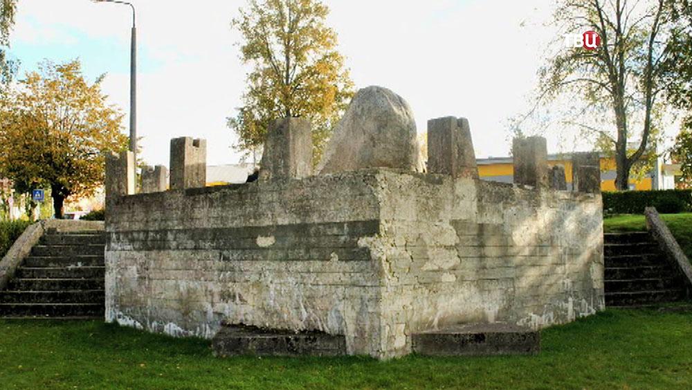 Памятник советским матросам в Латвии
