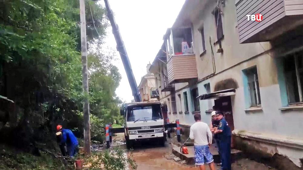 Спасатели ликвидируют последствия мощного циклона в Приморском крае
