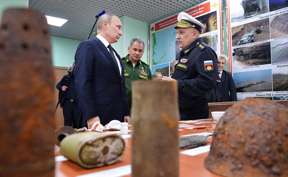 Президент России Владимир Путин посетил Нахимовское военно-морское училище во Владивостоке