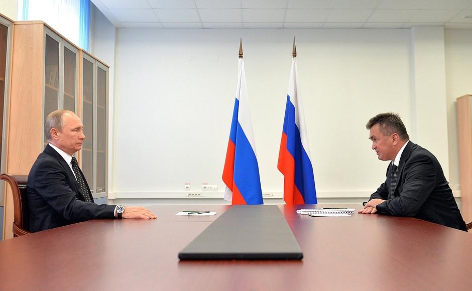 Президент России Владимир Путин и губернатор Приморского края Владимир Миклушевский