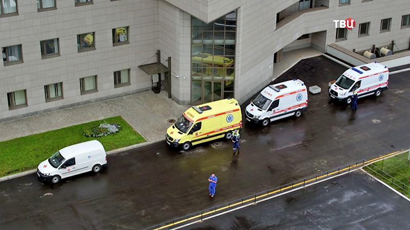 Скорая помощь у больницы
