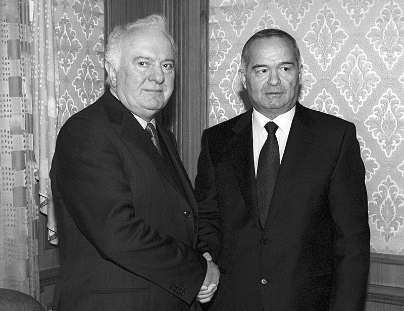 Президенты Грузии Эдуард Шеварднадзе и Республики Узбекистан Ислам Каримов