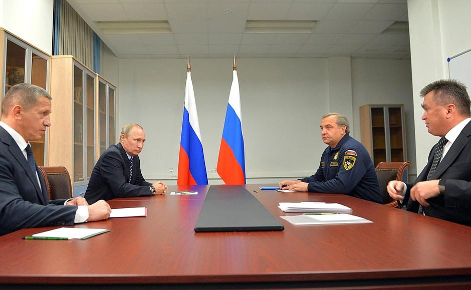Президент России Владимир Путин провел совещание по вопросу о паводковой ситуации на Дальнем Востоке