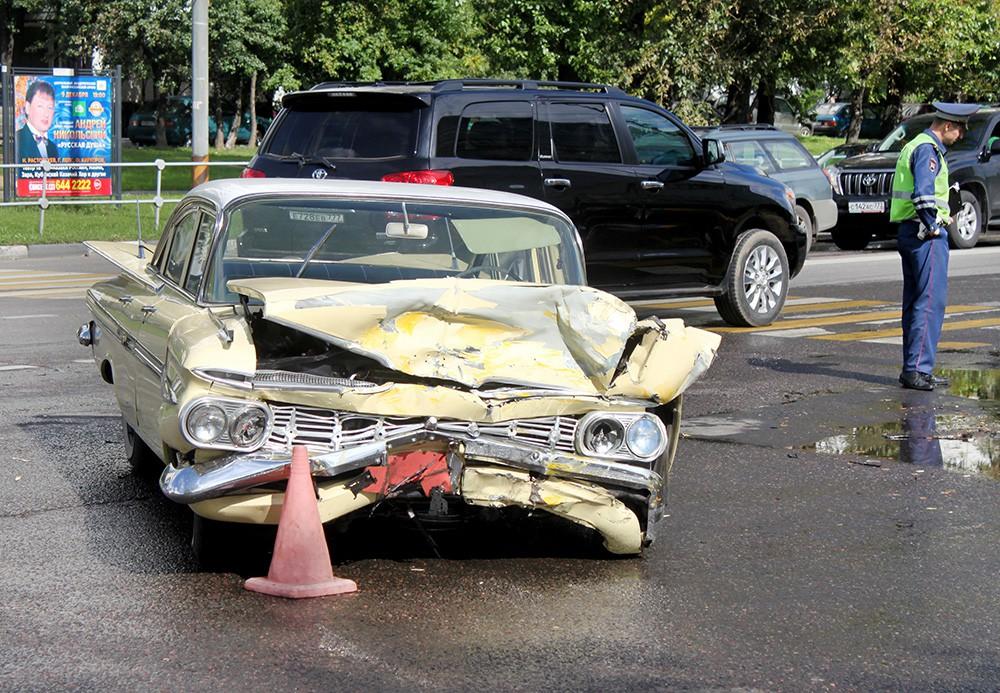 Последствия ДТП с участием раритетного Chevrolet 1954 года