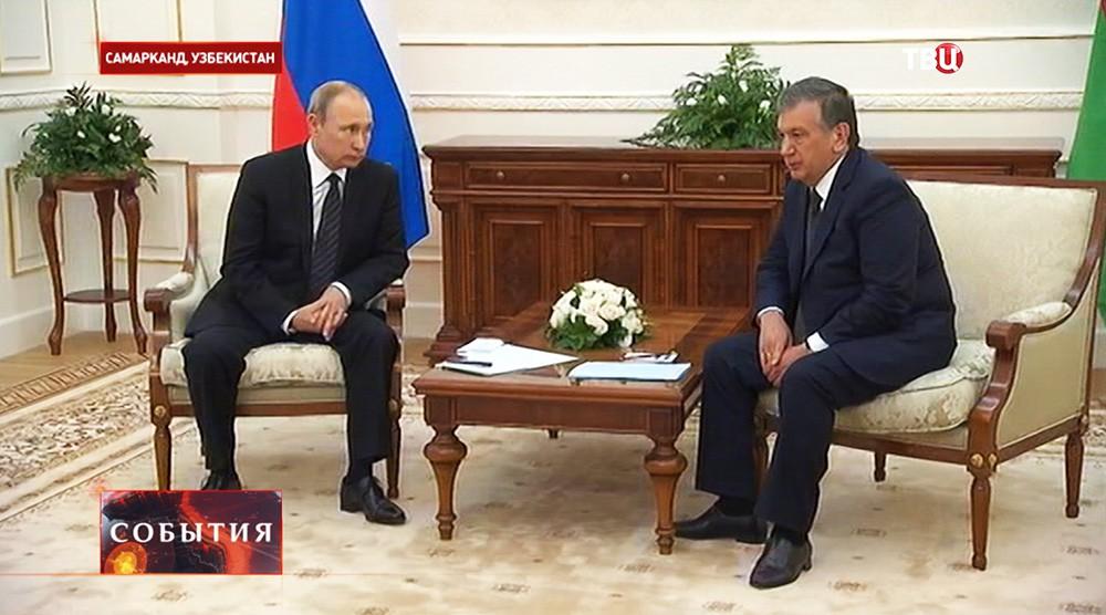 Президент России Владимир Путин во время встречи с премьером Узбекистана Шавкатом Мирзиёевым в Самарканде