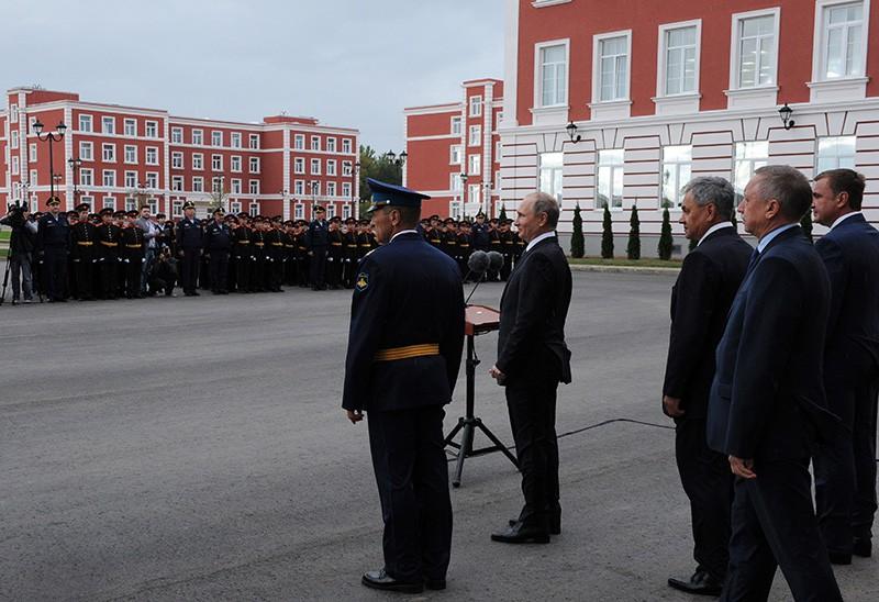 Президент России Владимир Путин выступает на торжественной церемонии открытия Тульского суворовского военного училища