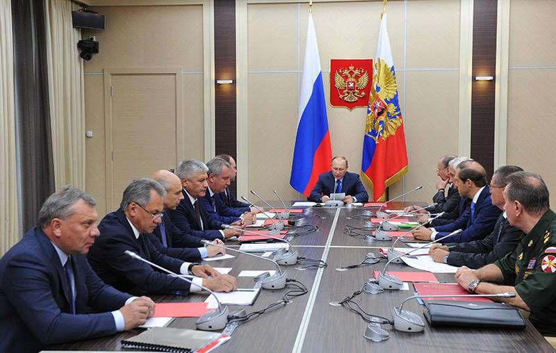 Президент РФ Владимир Путин проводит совещание по основным параметрам государственной программы вооружения на 2018-2025 годы