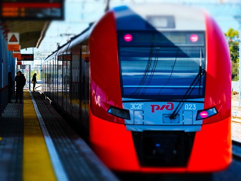 Электропоезд на транспортно-пересадочном узле Московского центрального кольца в Москве