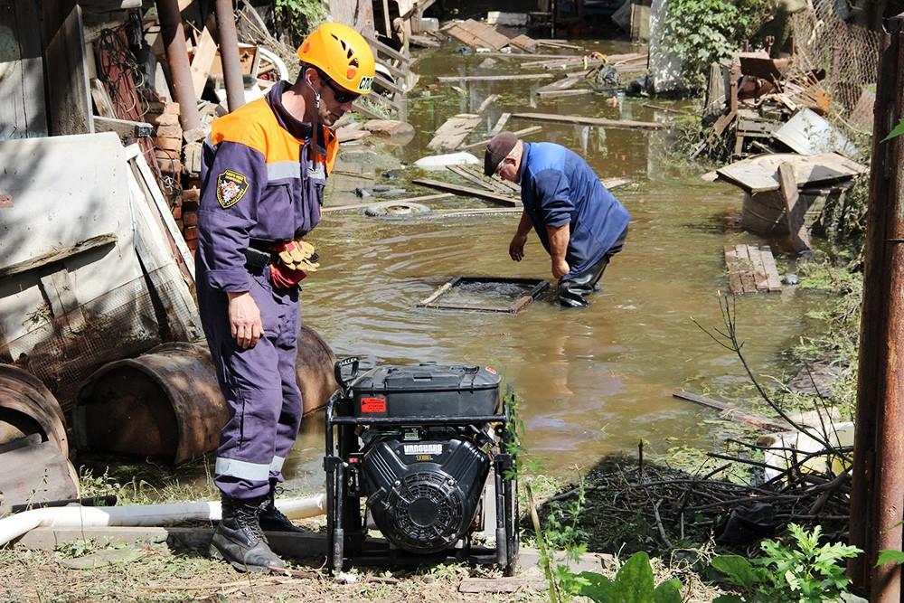 Работа спасателей МЧС в зоне паводка