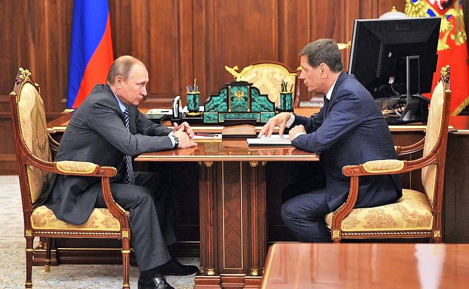 Президент России Владимир Путин и президент Олимпийского комитета России Александр Жуков