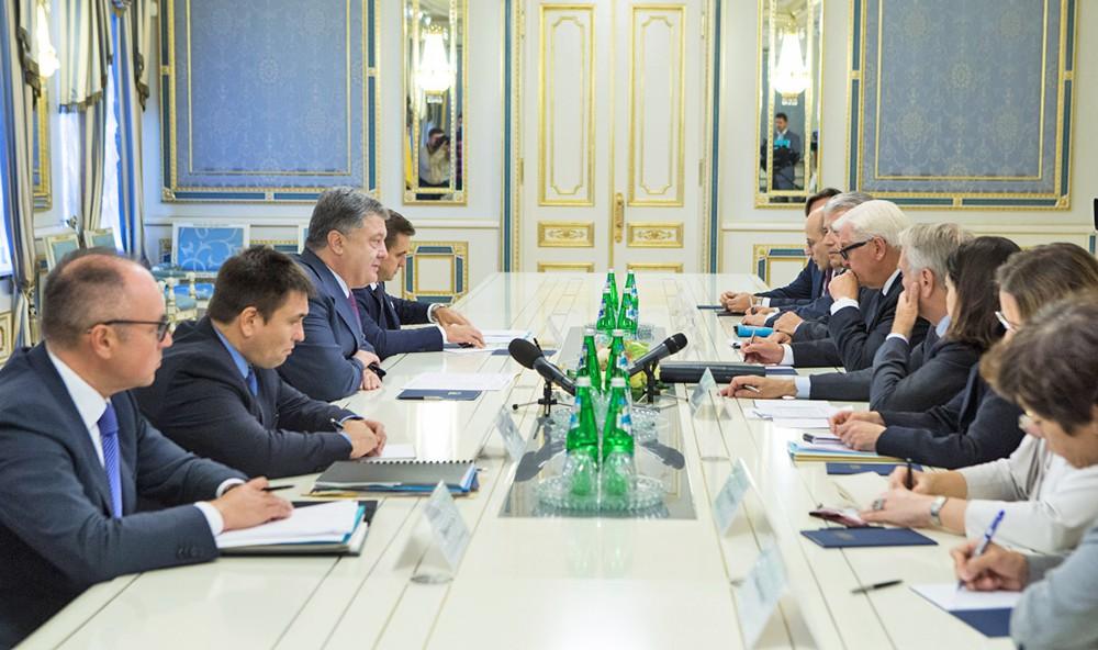 Встреча президента Украины Петра Порошенко с главами МИД Франции и Германии Жан-Марк Эйро и Франком-Вальтером Штайнмайером