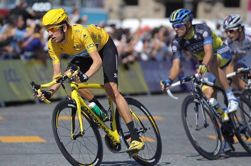 Британец Брэдли Уиггинс на финише велогонки