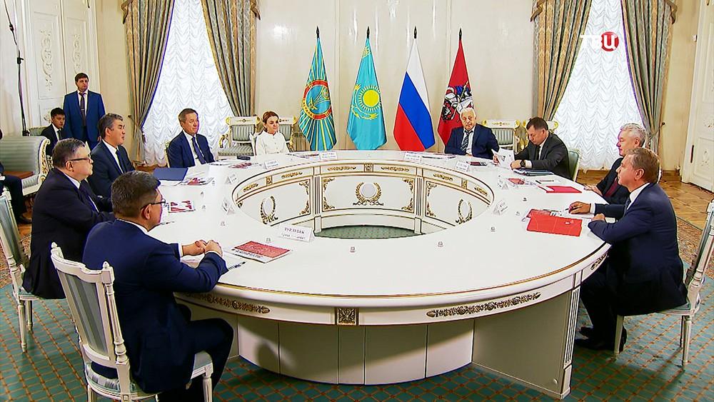 Мэр Москвы Сергей Собянин во время встречи с акимом Астаны Асетом Исекешевым