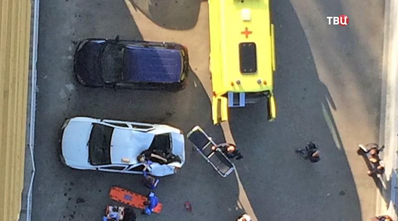 Машина скорой помощи на месте происшествия