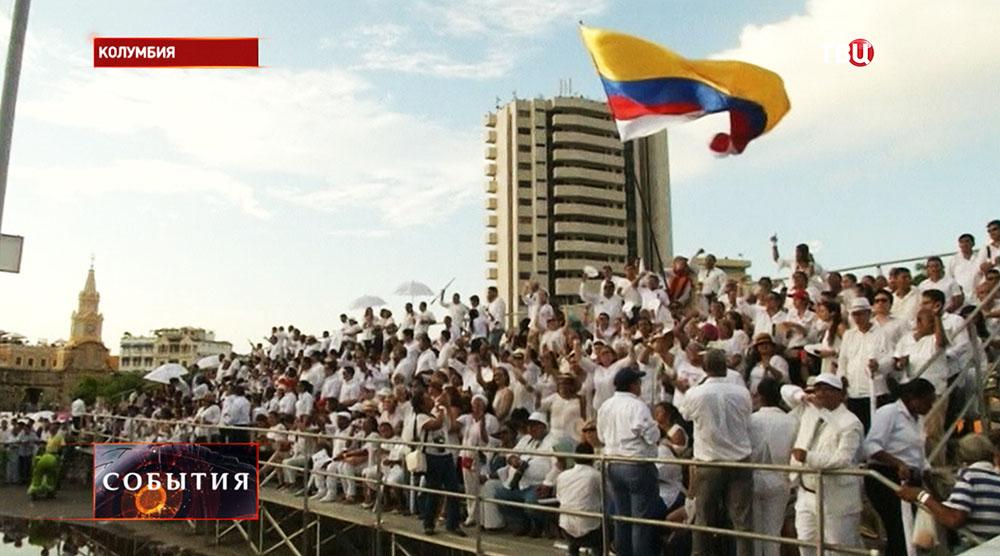 Власти Колумбии подписали мирный договор с повстанцами