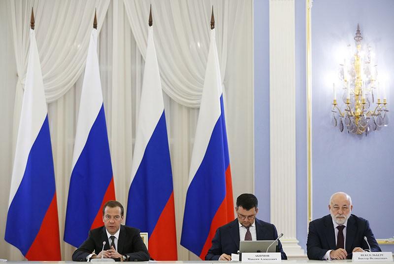 Председатель правительства России Дмитрий Медведев проводит заседание президиума Совета при президенте