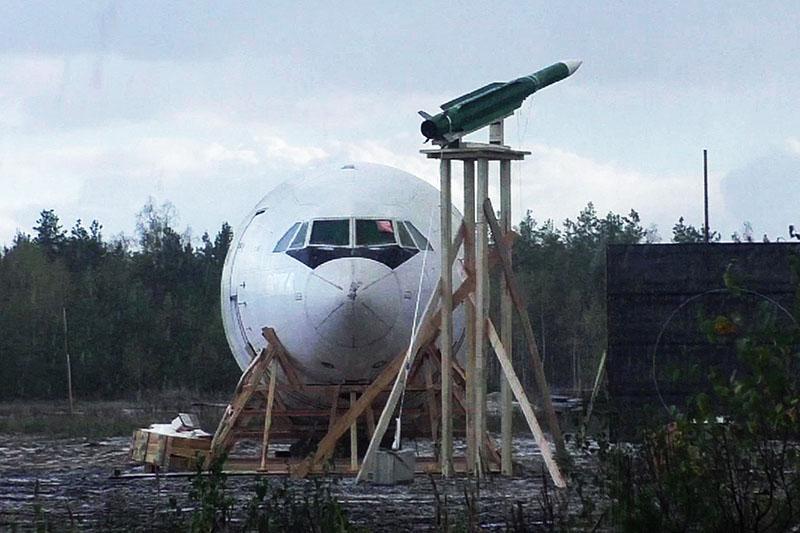 """Фюзеляж списанного самолета Ил-86 и ракета 9М38М1, установленные для проведения натурного эксперимента концерна ПВО """"Алмаз – Антей"""""""