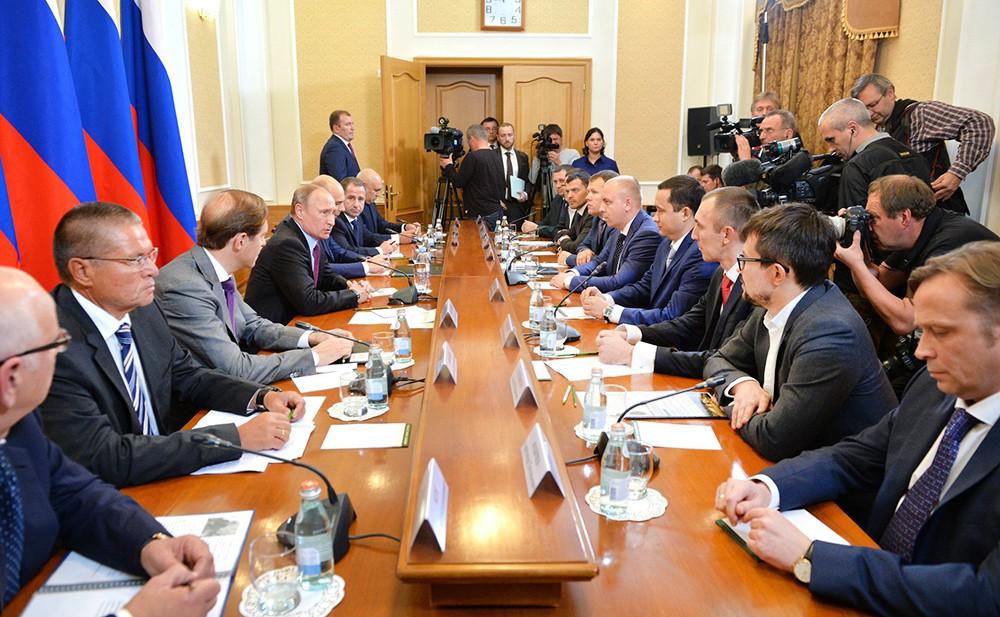 Президент Владимир Путин на встрече с представителями деловых кругов Оренбургской области