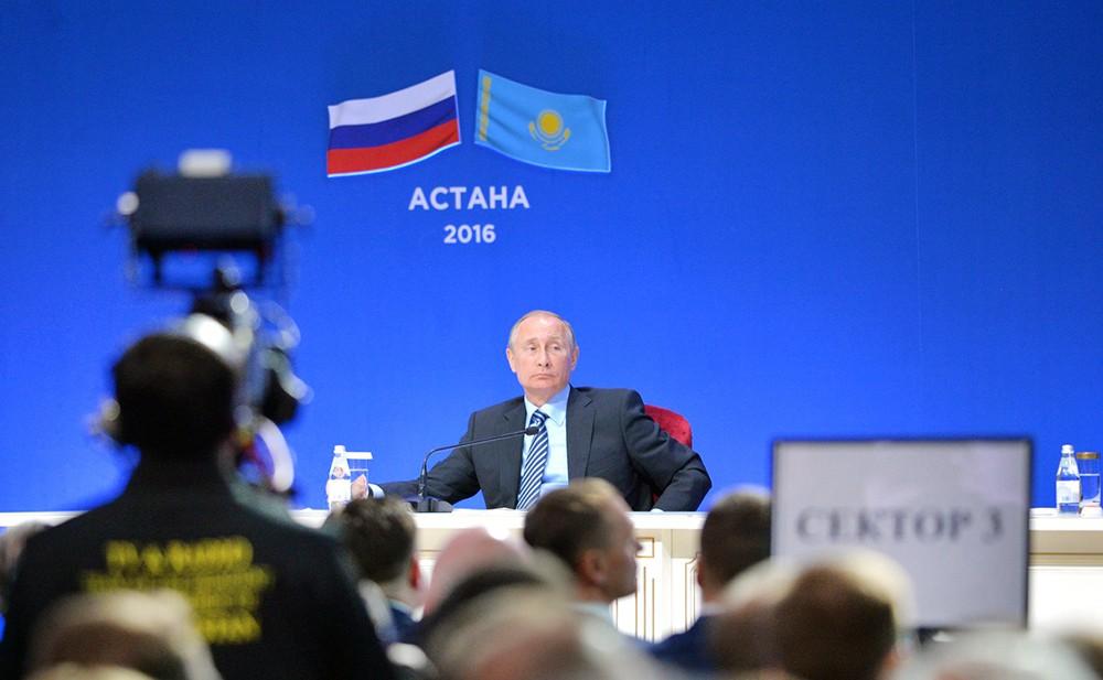 Владимир Путин на Российско-казахстанском бизнес-форуме