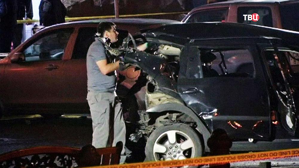 Последствия взрыва автомобиля грузинского политика Гиви Таргамадзе