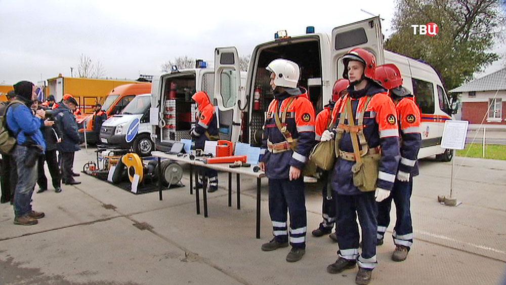 Выставка поисково-спасательной техники МЧС